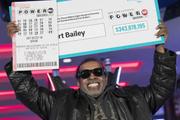25 yıl lotoda aynı rakamları oynadı sonunda 343 milyon dolarlık büyük ikramiyeyi kazandı
