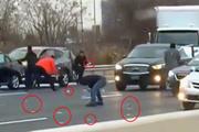 510 bin dolar yola saçıldı sürücüler paranın peşine düştü