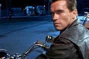 Arnold Schwarzenegger Trump için 'çatlak' dedi