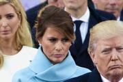 Donald Trump yine rezalete imza attı karısının ismini yazamıyor!