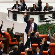 MHP muhalefete destek verdi EYT geçti TBMM'de sevinç çığlıkları