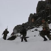 Mehmetçik enselerinde! 1 metre karda didik didik arıyor