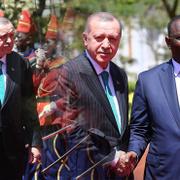 Cumhurbaşkanı Erdoğan Senegal'de resmi törenle karşılandı