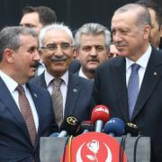 Destici'den Erdoğan'a özel hediye! Gazeteciler görünce dua etti