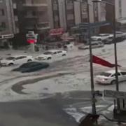 Ankara'yı hem dolu hem yağış vurdu şok görüntüler