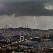 Şiddetli yağışlar İstanbul'u fena vurdu
