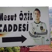 Mesut'un Almanya formalı tabelası değişti yerine gelene bakın!