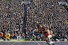 Güreşte seyirci rekoru... 42 bin kişi izledi