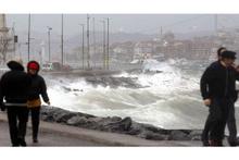 İstanbul'da lodos yıkıp geçiyor