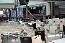 Alışveriş merkezinin asma tavanı çöktü