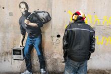 Banksy Apple'ın kurucusunu mülteci olarak çizdi