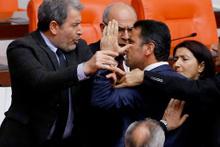 Meclis fena karıştı AK Parti ve HDP'li vekiller birbirine girdi