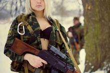 Onlar dünyanın en seksi kadın askerleri!
