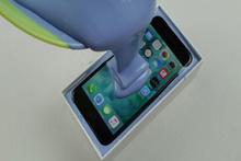 iPhone 7'nin üzerine kauçuk dökülürse ne olur?