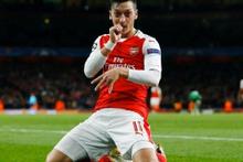 Arsenal'in yıldızı Mesut Özil de 'İçerde'