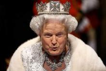 Donald Trump'a bakın bu sefer kraliçe oldu!