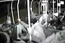 Otobüs devrildi kaza anını bir de içeriden görün