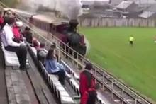 Stadın içinden tren geçiyor Slovakya'dan şaşırtan görüntü