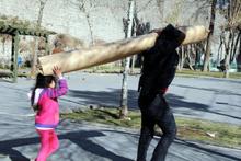 Diyarbakır Sur'dan kaçış! Tası tarağı toplayan...