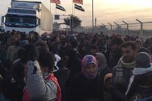 Rusya'nın saldırıları Suriyeli aileleri yerinden etti!