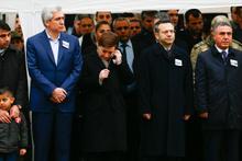 Bakan şehit cenazesinde gözyaşlarını tutamadı