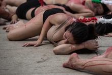 Boğa güreşlerine çıplak protesto