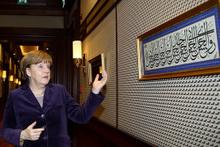 Merkel'in baktığı hadiste ne yazıyordu?