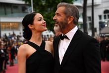 Mel Gibson çıtır sevgili yaptı işte olay olan güzel