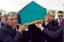 Erdoğan ve Gül İbrahim Bodur'un tabutunu omuz verdi!
