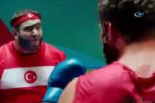 Şahan Gökbakar eleştirilere boks sahnesiyle yanıt verdi