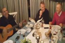 Fikret Orman ve Haluk Levent beraber şarkı söyledi