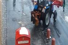 Traktör kadını ezip geçti!