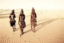 Bu kabilede kadınlar çıplak gezmek zorunda çünkü...