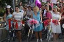 İzmir'in 'süslü kadınları' bisiklet turunda