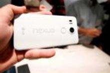 Google yeni cep telefonlarını tanıttı