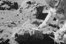NASA bilinmeyen Ay fotoğraflarını yayınladı