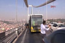 Boğaziçi Köprüsü'nde metrobüs otomobile çarptı