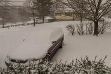 Kar yağışı 41 saniyede aracı yuttu