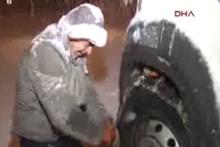 İstanbul'da kar etkisini arttırdı, araçları yolda kaldı