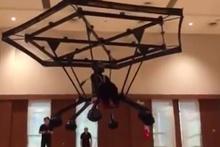 Singapur'da insan taşıyan drone üretildi