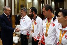 Erdoğan Rio'da madalya alan sporcuları kabul etti