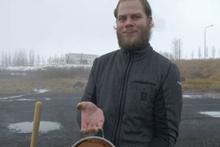 Ekmek pişirmek için volkan ısısını kullanan İzlandalı fırıncı