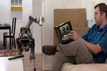 Kafası karışan robot ne yapacağını şaşırdı!