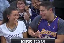 Kiss Cam'de komik duruma düşen Lakers taraftarı