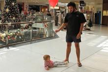 Yılbaşı alışverişine bebekle nasıl gidilir?