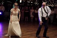Gelin ve babadan dans şovu izlenme rekoru kırdı