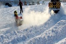 Kar üzerinde lastik raftingi