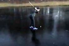 Donmuş gölette golf suda bitti!