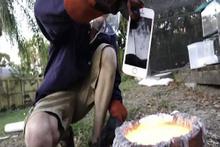 iPhone'u eritilmiş alüminyuma atınca...