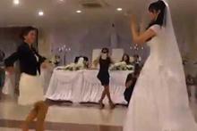 Gelinin arkadaşından muhteşem dans